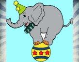Desenho Elefante em cima de uma bola pintado por saralee