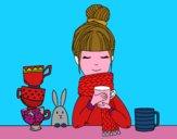 Menina com lenço e xícara de chá