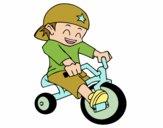 Menino em triciclo