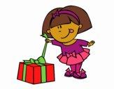 Desenho Menina com presente pintado por Jujuli